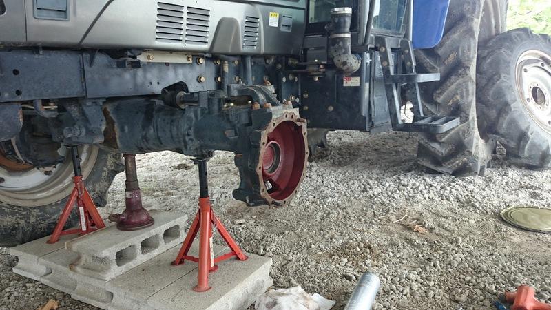 トラクター、フロントアクスルオイルシール交換